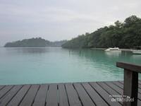 Resort ini juga menawarkan fasilitas untuk diving dan snorkeling.