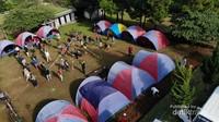 Tenda ini diisi dengan kapasitas 50% wisatawan.
