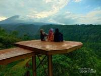 Jangan lupa abadikan momen saat di Lingkung Gunung Bogor.