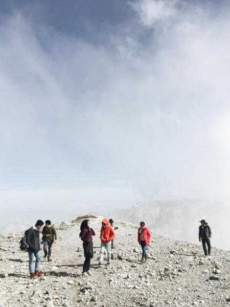 Keindahan dari puncak Gunung Ijen