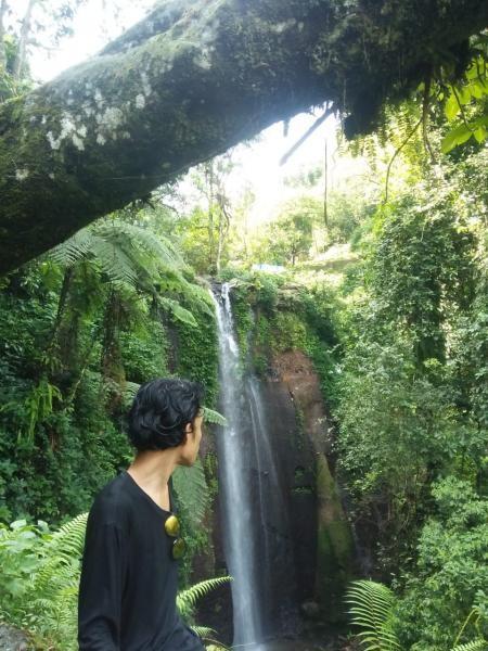 Pemandangan air terjun pertama di Curug Nangka