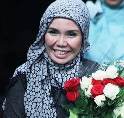 Irna Mutiara, Desainer Pertama Indonesia yang Merilis Gaun Pengantin Syari