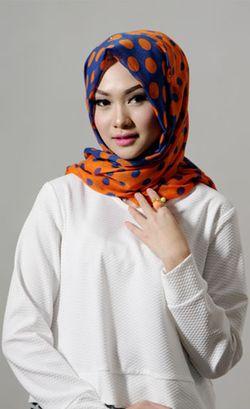 Indah Nada Puspita, Blogger Hijab Sukses yang Kini Coba Jadi Penyanyi