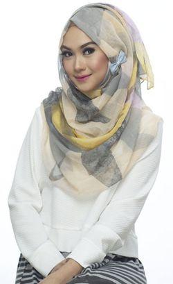 Gaya Hijab Colorful Nada Puspita Curi Perhatian Masyarakat Jerman