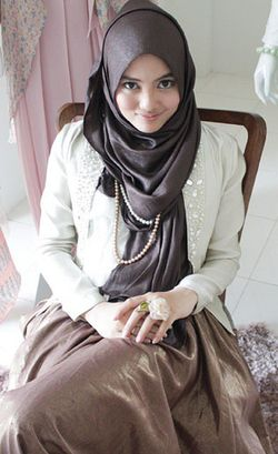 Cerita Desainer Hijab Islamia Aprilia Soal Menjadi Hijabers di Australia