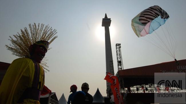 Dari ikon budaya Betawi,Ondel-Ondel di Jakartamaknanyasemakin lama semakin bergeser. Dulu, Ondel-Ondel berfungsi sebagai penolak bala kini cara membuat dapur tetap mengepul. (CNN Indonesia/Adhi Wicaksono)