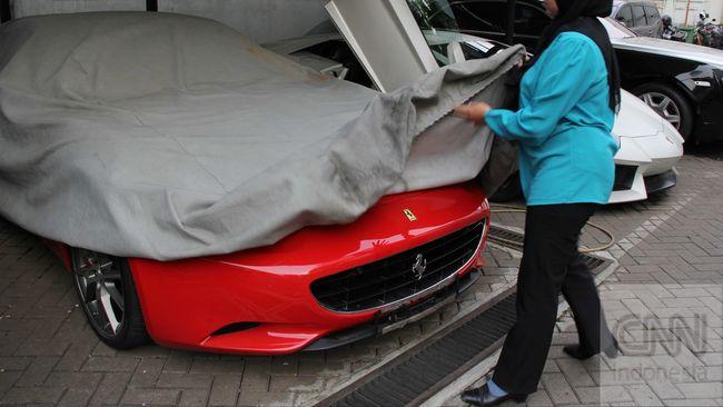 KPK Lelang Mobil Sitaan, Harga Mulai Rp28 Juta