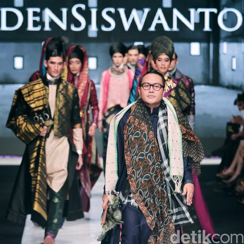 Fashion Show di London, Deden Siswanto Audisi Model Lewat E-mail