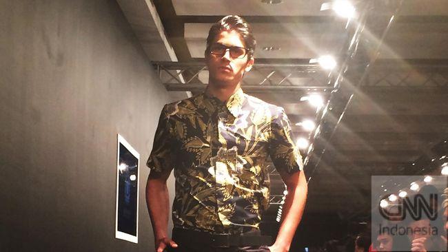 Iwan Tirta Jadikan Batik sebagai Gaya Hidup Modern