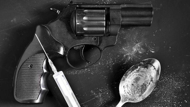 Ada 1.600 Jarum Suntik Disita Polisi Saat Penggerebekan