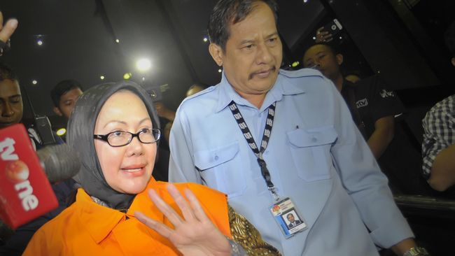 Diperiksa Tujuh Jam, Ratu Atut Tinggalkan KPK Tanpa Kata
