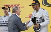 Memulai balapan di posisi kedua, Nico Rosberg sempat menyalip Lewis Hamilton dan memimpin lomba. Namun ia kehilangan kendali mobil di tikungan pertama dan harus mengganti ban. Meski demikian, Rosberg mampu memperbaiki kesalahan dan akhirnya naik podium di tempat kedua. (Reuters/Laszlo Balogh)