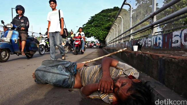 Angka kemiskinan di Indonesia naik turun karena angka April 2014 turun 0,31 juta orang dari September 2013, tetapi naik 0,11 juta orang dari angka Maret 2013. (Detik Foto/Hasan Al Habshy)