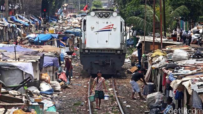 Pemerintahan Indonesia beberapa kali menerapkan program bantuan langsung tunai, namun pengkritik menilai program ini tidak akan bisa mengentaskan kemiskinan karena tidak mendidik. (Detik Foto/Agung Pambudhy)