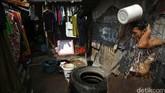 Badan Pusat Statistik mencatat jumlah penduduk miskin Indonesia adalah 28,28 juta orang per Maret 2014. Mereka memiliki pendapatan di bawah Rp 25 ribu per hari. (Detik Foto/Grandyos Zafna)