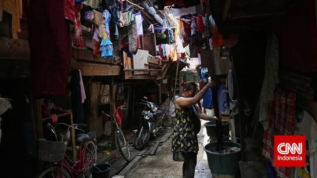 Pembangunan yang terpusat menjadi salah satu penyebab kemiskinan karena banyak daerah di luar Jawa menjadi lebih tertinggal, dan warganya pindah ke Jakarta untuk mengadu nasib. (CNN Indonesia/Adhi Wicaksono)