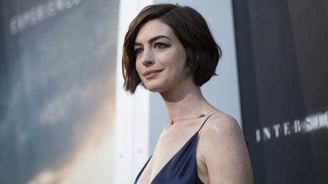 Kebijakan Trump Buat Anne Hathaway Tak Bisa Tinggal Diam