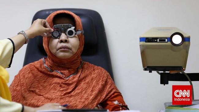 Aturan yang diberlakukan mulai 1 November memiliki syarat salah satunya harus memiliki rekening bank BUMN, dan baru dapat digunakan setelah membayar iuran. (CNN Indonesia/Safir Makki)