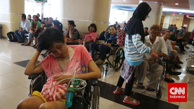 Peraturan yang dikeluarkan oleh BPJS Kesehatan dinilai bertentangan dengan semangat Kartu Indonesia Sehat yang dijanjikan oleh Presiden Joko Widodo. (CNN Indonesia/Safir Makki)