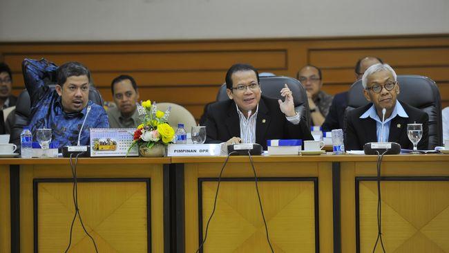 Publik Harus Tahu Koordinasi Jokowi Soal Calon Kapolri