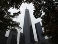 Terjun dari Puncak Gedung WTC, Tiga Pria Dihukum