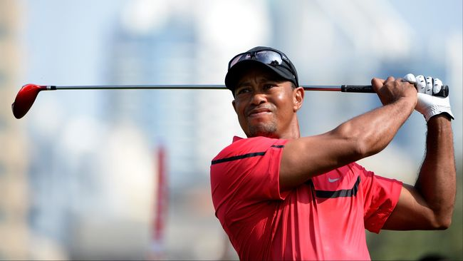Kisah Tiger Woods dan Kaus Merahnya