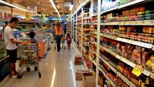 Menkes Tetapkan PSBB di DKI, Tak Ada 'Panic Buying' di Ritel