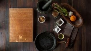 Trik Sederhana Meredam Percikan Minyak Panas Saat Menggoreng