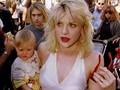 Janda Kurt Cobain Diserang Demonstran Taksi Uber