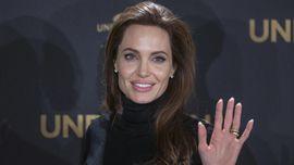 Angelina Jolie Boyong Anak ke Rumah Sewaan