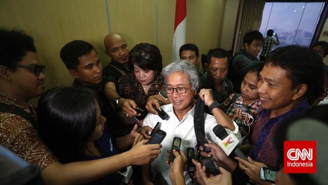 Dwi Soetjipto menyapa wartawan seusai pengumuman dirinya sebagai Direktur Utama PT Pertamina, di Kementrian BUMN, Jakarta, Jumat 28 November 2014.