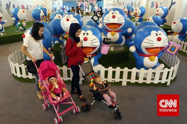 Pada pameran ini Anda dapat melihat langsung 100 patung Doraemon setinggi 150 sentimeter dengan alat-alat ajaib miliknya. (CNN Indonesia/Adhi Wicaksono)