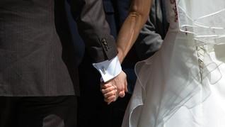 Wabah Corona, Pasangan Malaysia Gelar Pernikahan 'Drive Thru'