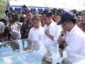 Bagikan Traktor, Jokowi Sapa Warga: Kumaha Damang? Sampurasun