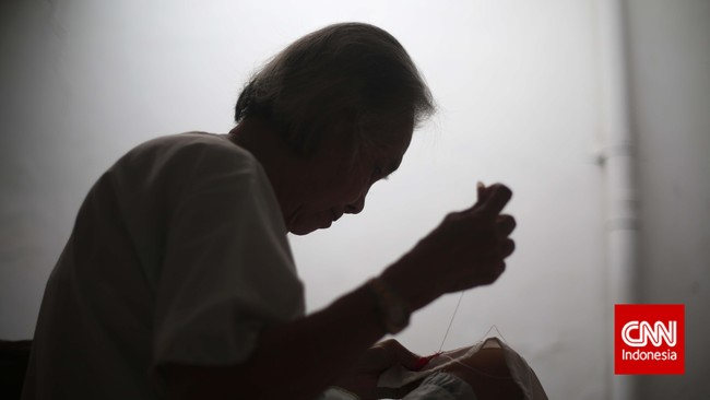 22 Desember, saatnya para ibu di Indonesia menjadi primadona. Berjuta ucapan terimakasih tercurah dari sang anak yang telah dibesarkannya. Namun, kemeriahan itu tak dirasakan para lansia di salah satu Panti Wreda di Jakarta. Mereka seakan tersingkir dan terlupakan. (CNN Indonesia/Adhi Wicaksono)