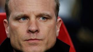 Kisah Bergkamp, Legenda Arsenal yang Takut Terbang