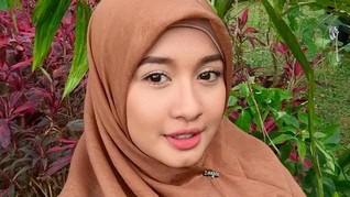 Laudya Cynthia Bella Berhijab, Zaskia Sungkar Terharu