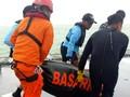 Satu Jenazah dari Kapal Andromeda Dioper ke KRI Banda Aceh