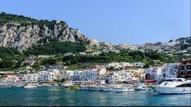 Trik Berjumpa Selebriti di Pulau Capri
