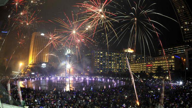 Jelang Natal, RI Impor Lampu dan Kembang Api dari China