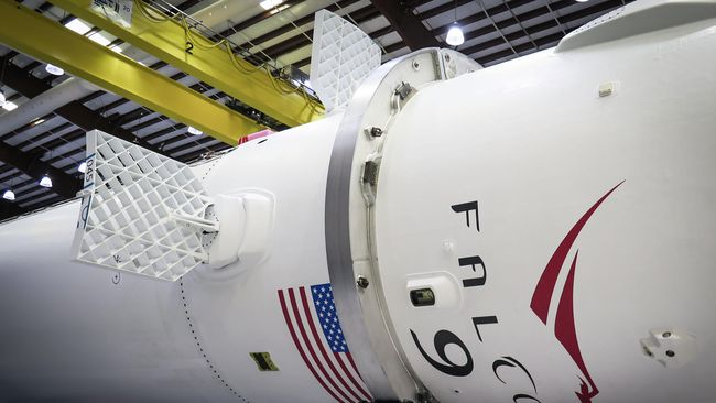 Dephan AS Kaji Ulang Izin Peluncuran Roket Milik Space