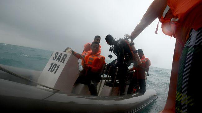 Cari Korban AirAsia, Basarnas Terjunkan Regu Penyelam Baru