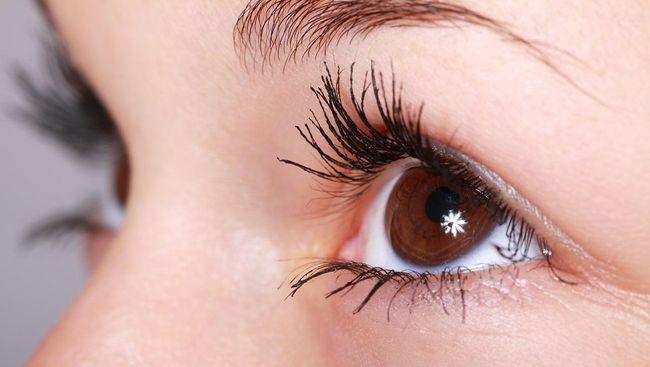 4 Bahaya Terlalu Sering Mengucek Mata