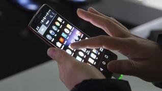 Pakai Ponsel Terlalu Lama Picu Penuaan
