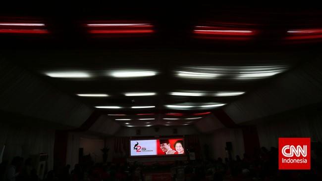 Suasana meriah peringatan HUT PDI-P ke-42 di Kantor DPP PDI-P, Jakarta,Sabtu (10/1). (CNN Indonesia/Adhi Wicaksono)