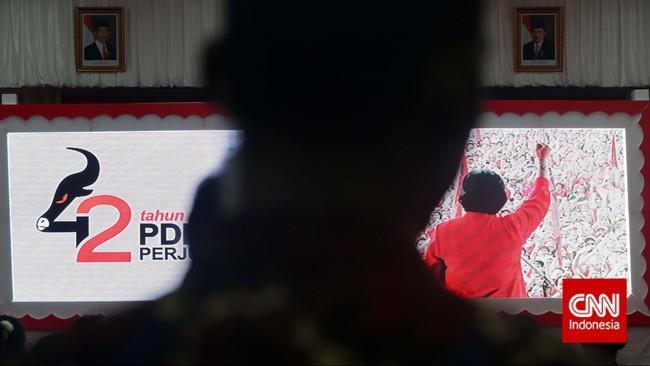 Display Berbagai poster, gambar dan foto memeriahkan peringatan HUT PDI-P ke-42 di Kantor DPP PDI-P, Jakarta,Sabtu (10/1). (CNN Indonesia/Adhi Wicaksono)