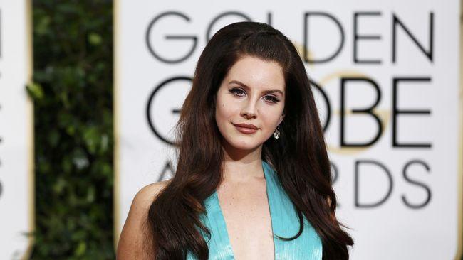 Lana Del Rey 'Diserang' Penggemar saat Konser di Belgia