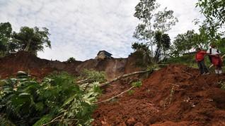 21 Rumah Rusak Berat Tertimbun Longsor di Cililin Bandung