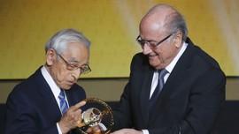 Nestapa Sepp Blatter Gigit Jari di Ballon d'Or 2015