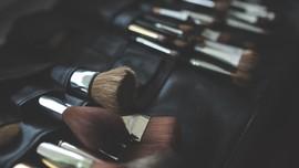 3 Langkah Tepat Membersihkan Kuas Makeup